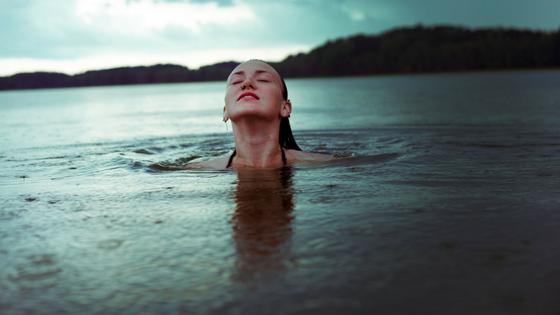Im Wechsel sind die Beine oft schwer, schwimmen aktiviert die Venen & sorgt für Abkühlung