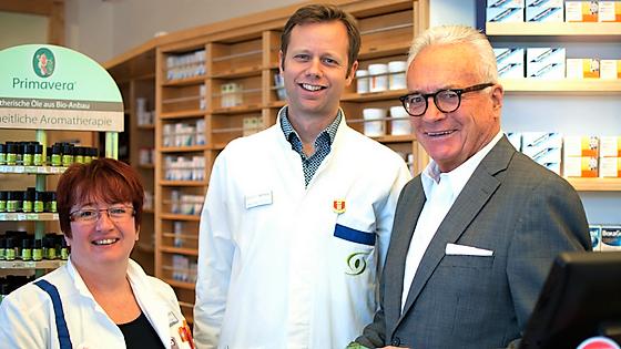Apothekerin Wagner, Apotheker Schöberl und Dr. Schreiber sind Experten bei Wechselbeschwerden