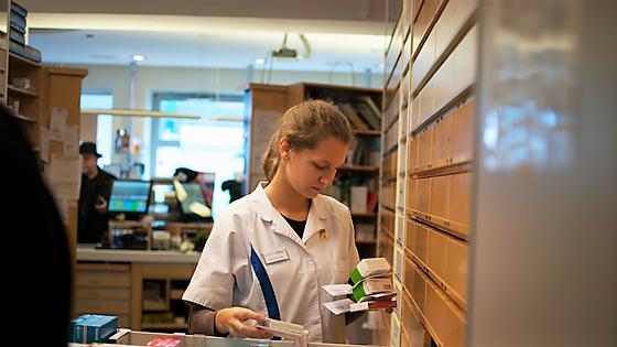 PK-Assistentin Sabrina Weninger bei der Arbeit