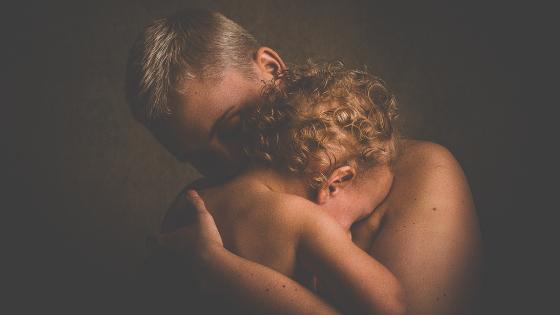 Im Wechsel helfen Fürsorge, Liebe & Mitgefühl über schwierige Phasen hinweg